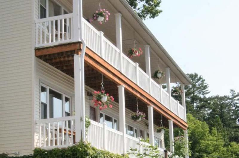 2 story balcony
