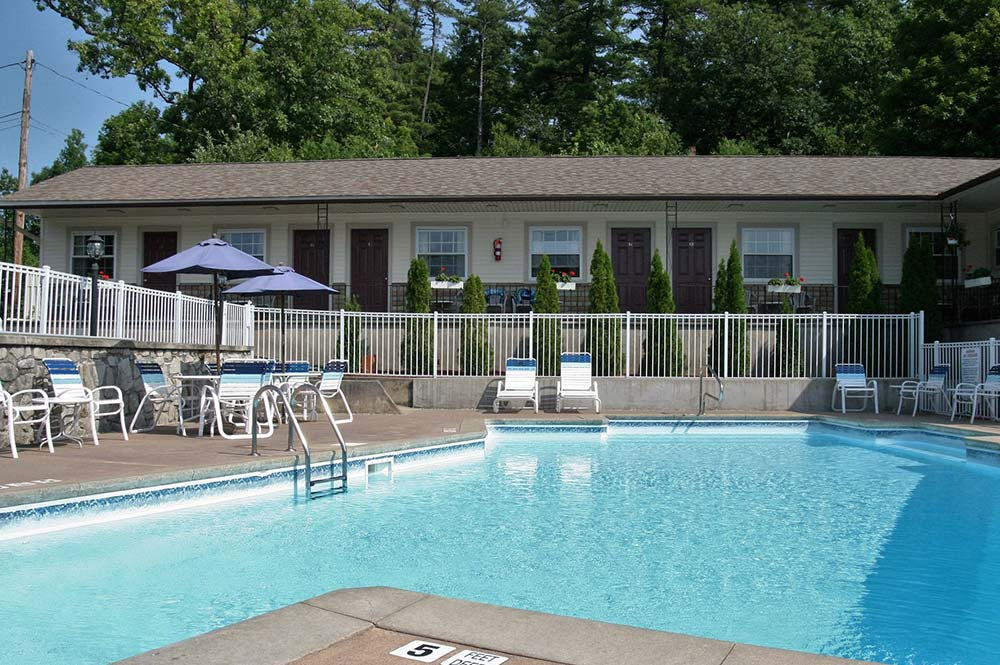 Motel rooms overlooking pool